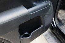 В «Киа» пассажирам придется ставить свои напитки в дверные карманы в самом низу