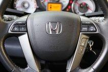 Многофункциональный руль удобный, хорошо лежит в руке, кожа приятная. «Бублик» регулируется механически в двух плоскостях, регулировок достаточно