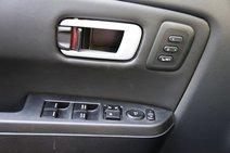 У «Пилота» есть две ячейки памяти для положения водительского сиденья. Автоматический режим только у передних стеклоподъемников