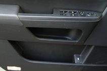 Передние дверные панели Pilot богаты на полезные и объемные отсеки