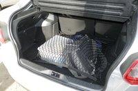 Груз в багажнике может быть закреплён с помощью сетки, крепящейся к специальным крючкам в углах багажника (сетка в комплект не входит)