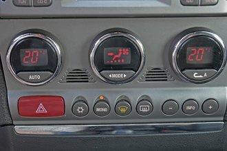 Уже в 2001 году на Alfa Romeo 156 предлагался двухзонный климат-контроль