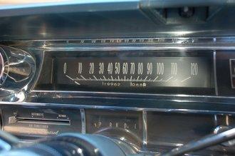 Дизайн спидометра с горизонтальной шкалой для тех годов характерен, а индикатор включенной передачи дожил до наших дней