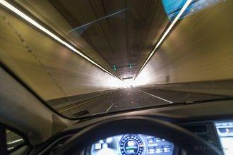 Гленвуд Спрингс, Колорадо: тоннель Hanging Lake — интересная деталь этого шоссе, пролегающего через каньон Гленвуд