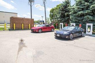 Альберт-Ли, Миннесота: о, еще один Tesla!