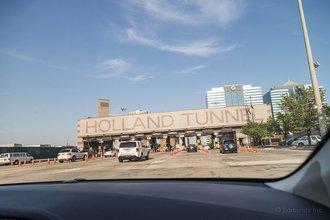 Джерси-Сити, Нью-Джерси: тоннель Холланд был назван в честь главного инженера этого проекта, который умер до того, как завершилось строительство