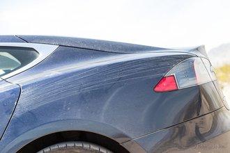 Айванпа, Калифорния: бка нашей машину украшены гоночными полосами, которые оставили 10 460 км дороги, грязь и копоть