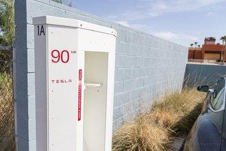 Барстоу, Калифорния: жара несколько замедляет процесс зарядки. Мы провели здесь 1 час и 37 минут