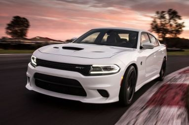 Первый тест-драйв Dodge Charger SRT Hellcat (707 л.с., 880 Нм)