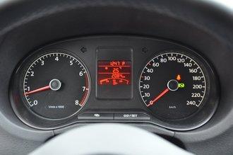 Приборы скучноваты, указатель температуры двигателя «спрятан» в меню борткомпьютера