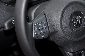 Управление музыкой и телефоном на руле — только опция и только для верхних версий