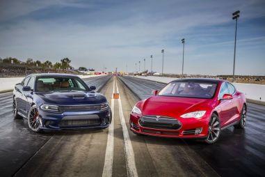 Сравнительный тест Dodge Charger SRT Hellcat и Tesla Model S P85D