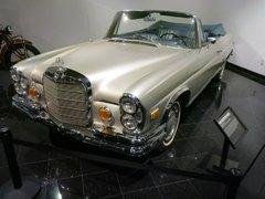 Автомобильный музей Петерсона