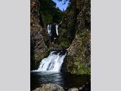 Водопад близ мыса Ламанон