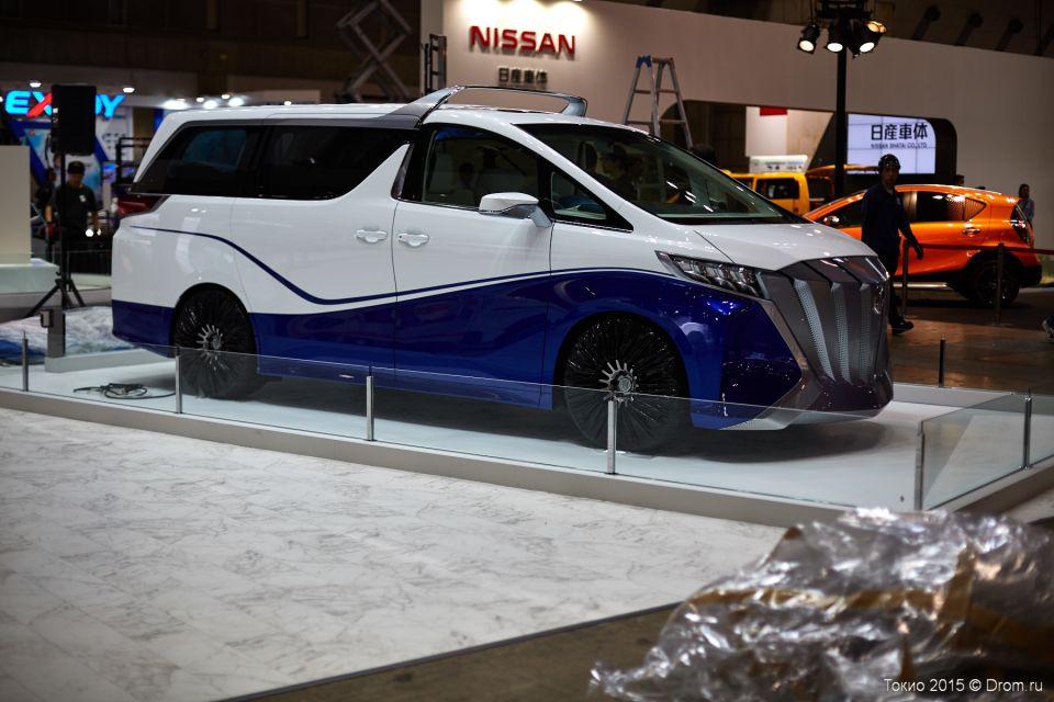 Чудной Toyota Alphard. Покататься бы на таком :-)