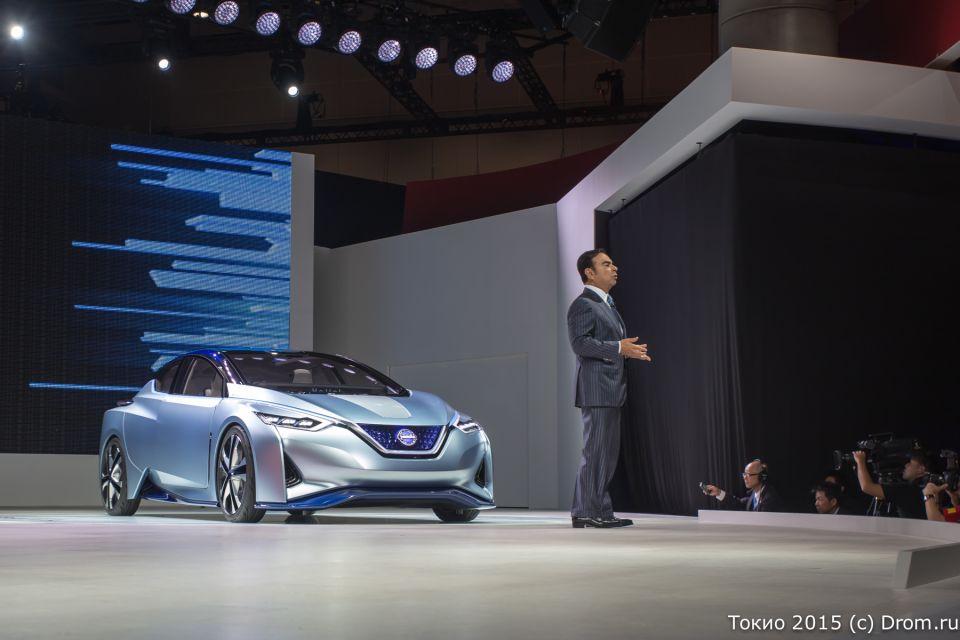 Nissan IDS Concept выехал на сцену самостоятельно, то есть без водителя