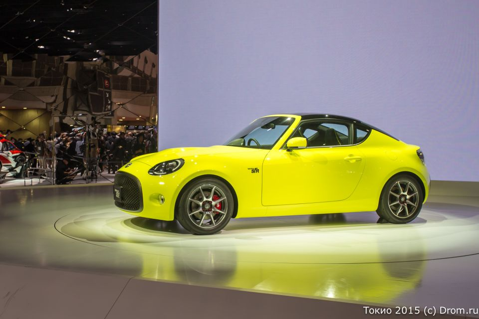 Концептуальный спорткар S-FR. По имеющейся информации, 980-килограммовое купе оснащено 1,5-литровым мотором мощностью около 130 л.с.