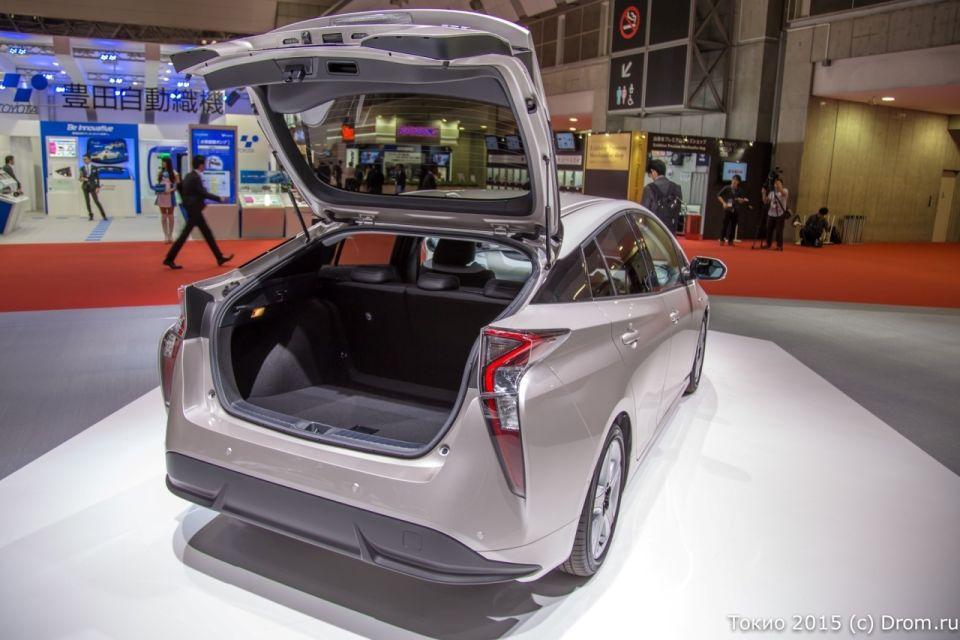 Интерьер Toyota Prius