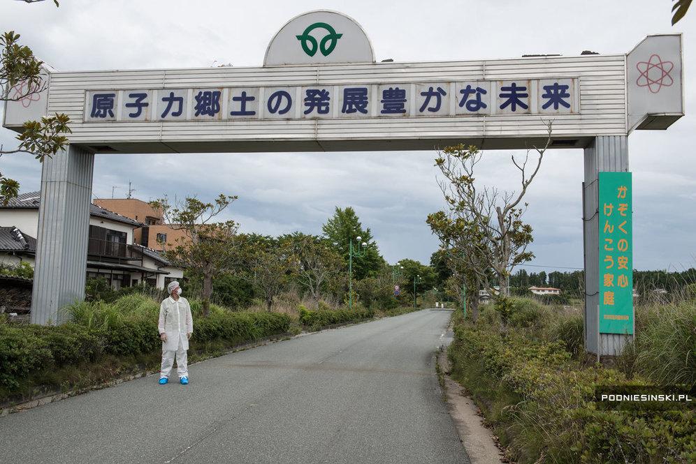 Еще одна надпись: местная атомная энергетика гарантирует радостное будущее