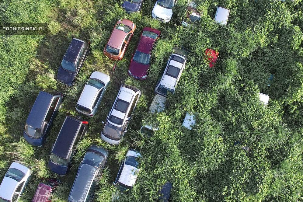 Заброшенные машины, вид сверху