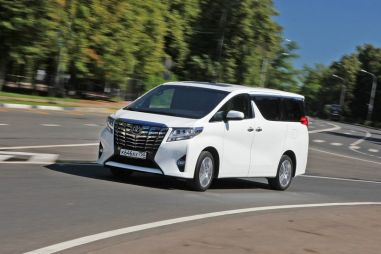 Тест-драйв минивэна Toyota Alphard. Кабинет