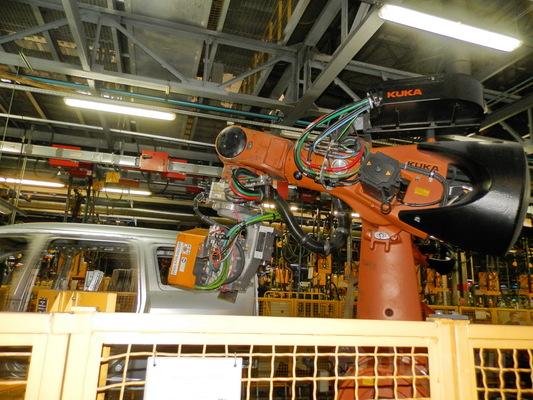 5% операций на сварке кузовов осуществляется роботами. Остальное — вручную
