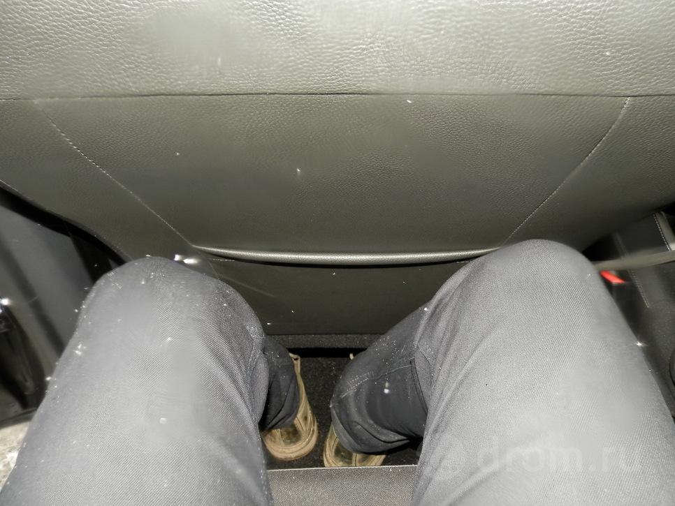 В положении «за собой» перед коленями осталась пара сантиметров