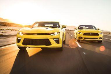 Сравнительный тест-драйв Chevrolet Camaro SS против Ford Mustang GT