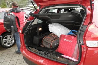 Можно сколь угодно долго рассуждать о литрах и кубометрах, но только на примере видна вместимость багажника