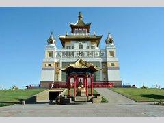 буддистский храм — Золотая обитель Будды Шакьямуни