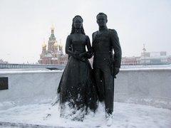 Грейс Келли и князю Монако Ренье III (Памятник)